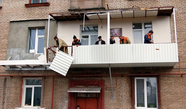 В доме 7 по советскому проспекту демонтировали балкон, постр.