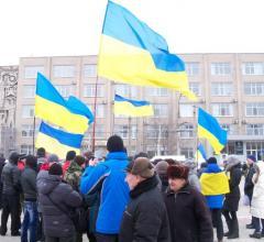 В Северодонецке проплаченный митинг против мобилизации состоялся одновременно с митингом патриотов