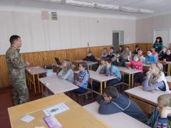 Офіцери СІМІС перевірили обладнання класу патріотичного виховання у Лисичанську