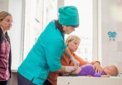 Посли США та Канади закликають до відновлення рутинної імунізації в Україні